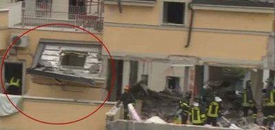 A sinistra l'appartamento di Chiara e Riccardo (nel cerchio rosso), con il balcone e i muri del bagno rimasti integri dopo l'esplosione