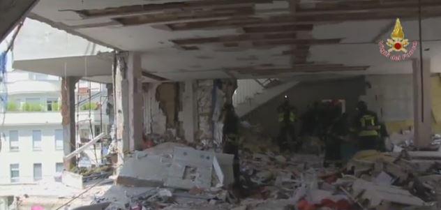 L'interno della palazzina interessata dall'esplosione