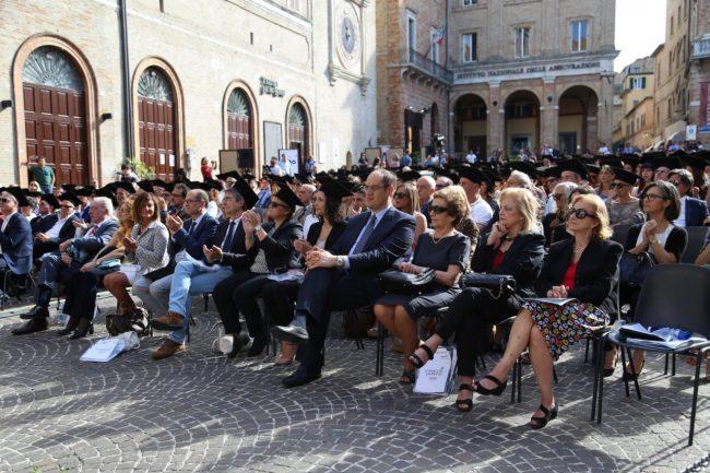 festa del laureato 2016 unimc piazza foto ap (7)
