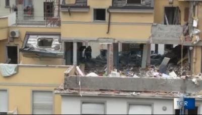 L'appartamento sventrato dall'esplosione a Milano