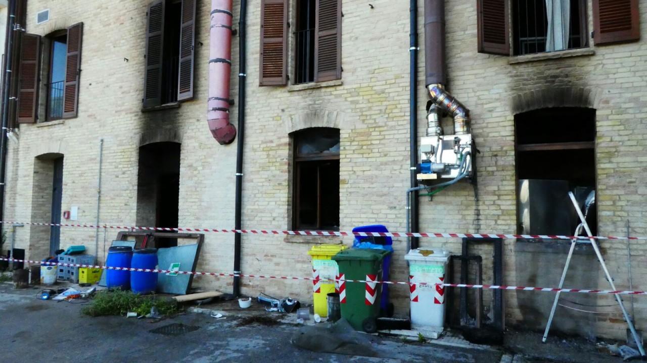 Macerata, esplosione in un pub: gravemente ferito il proprietario
