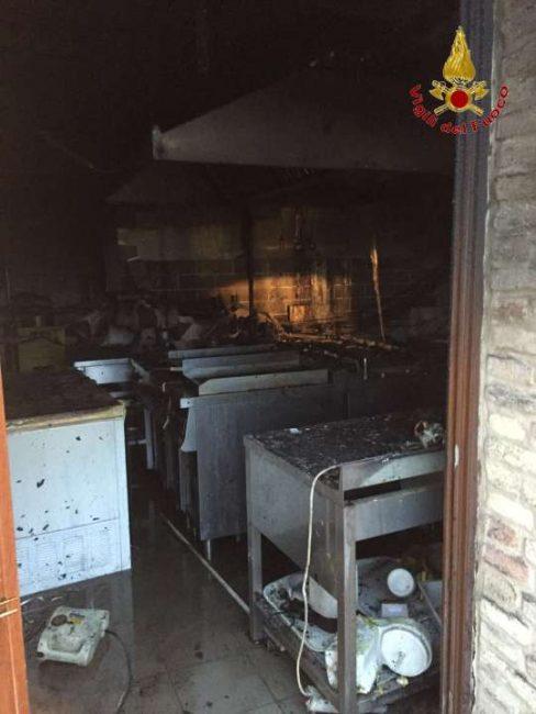 incendio pub monte san giusto vdf (2)