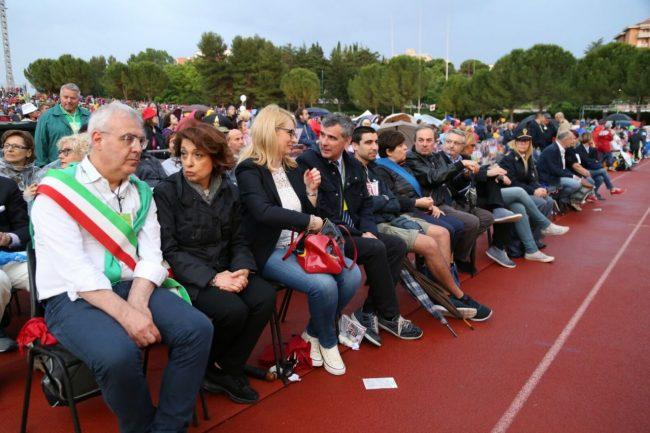 In prima fila da sinistra Romano Carancini, il prefetto di Macerata Roberta Preziotti, il deputato Irene Manzi, il questore Giancarlo Pallini,