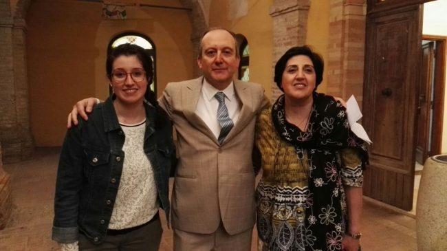 Al centro Stefano Montemarani insieme alla moglie Patrizia e alla figlia Lucia