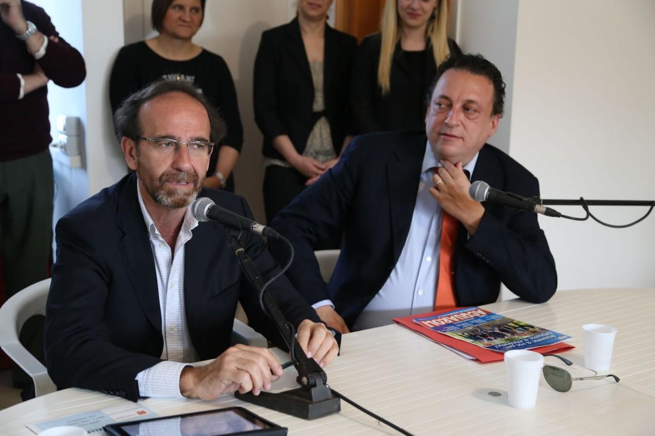 Il viceministro alle Infrastrutture, Riccardo Nencini, e il candidato sindaco Francesco Acquaroli