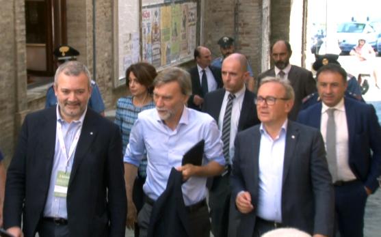 L'arrivo del ministro Delrio