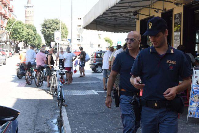 accoltellamento giardini piazza gramsci polizia - civitanova (4)