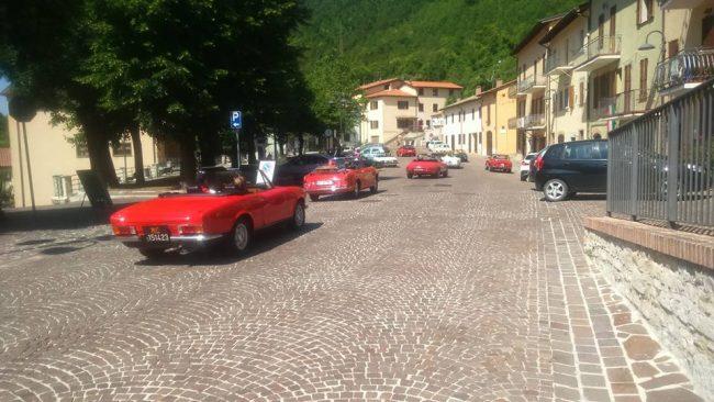 Nel pomeriggio il serpentone delle auto d'epoca ha chiuso la festa a Serravalle
