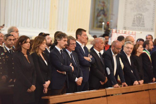 In prima fila anche il ministro Maria Elena Boschi al fianco del senatore Verducci