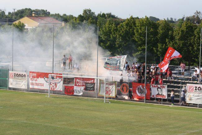 I tifosi della Maceratese a Campodarsego