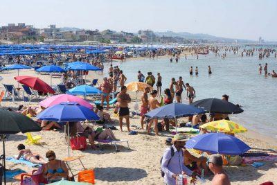 mare - spiaggia affollata - civitanova (1)