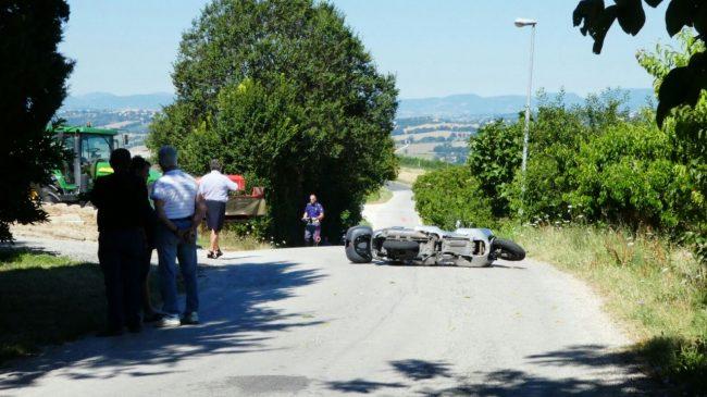 mortale_scooter_trattore_monte_san_giusto (3)