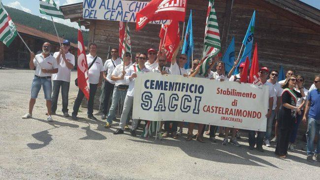 La protesta dei lavoratori della Sacci