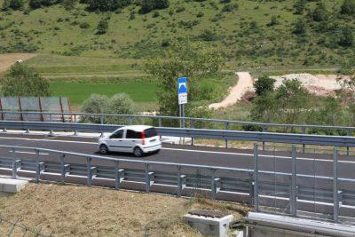 Una delle prime auto a percorrere il tratto
