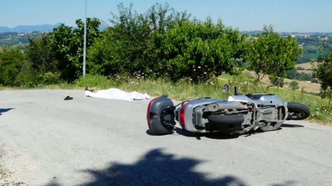 scontro monte san giusto trattore scooter (5)