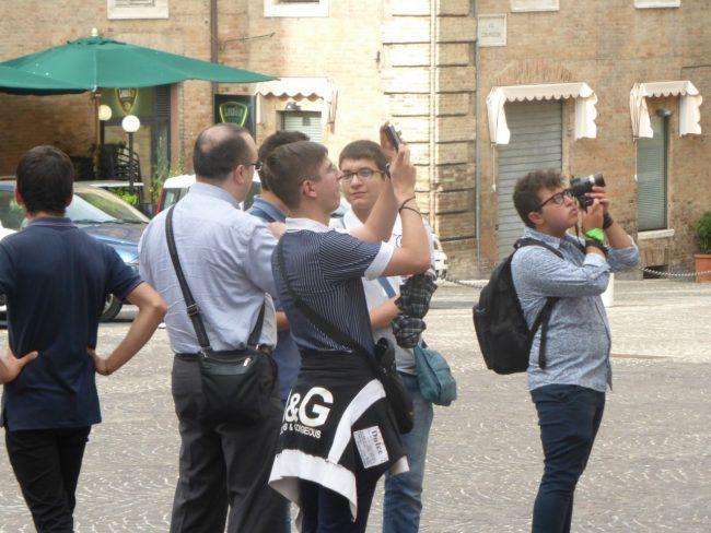 turisti macerata piazza libertà+ (11)