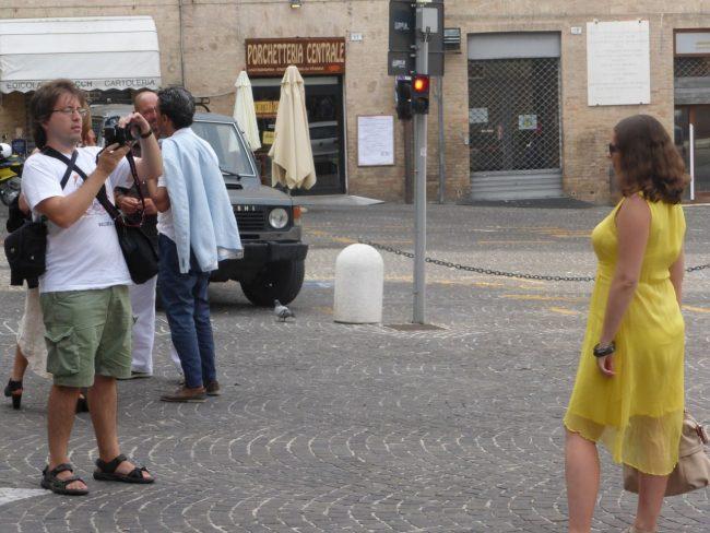 turisti macerata piazza libertà+ (12)