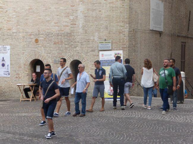 turisti macerata piazza libertà+ (13)