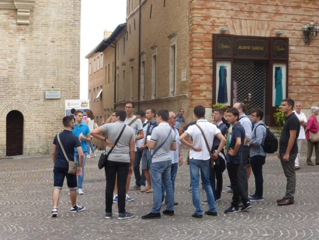 turisti macerata piazza libertà+ (15)