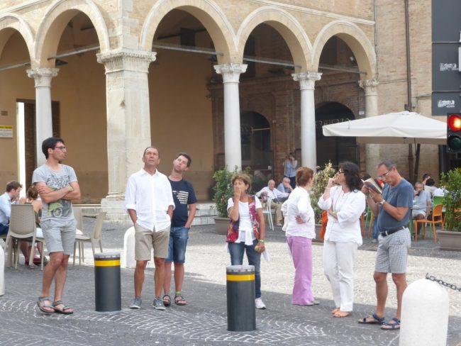 turisti macerata piazza libertà+ (18)
