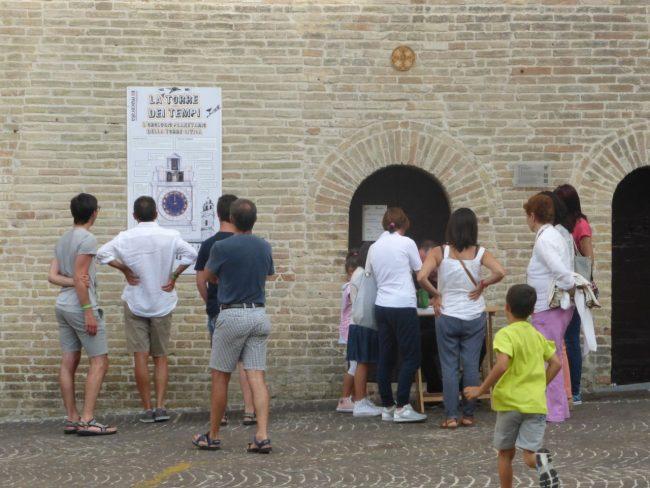 turisti macerata piazza libertà+ (22)
