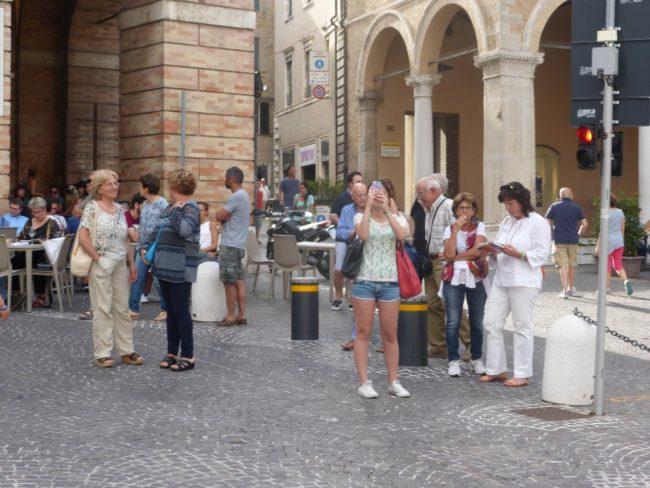 turisti macerata piazza libertà+ (23)