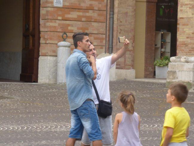 turisti macerata piazza libertà+ (28)
