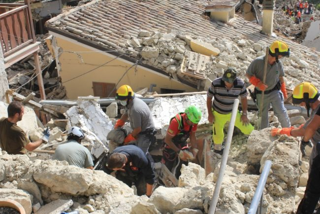 Soccorsi del corpo forestale nelle zone più colpite dal sisma