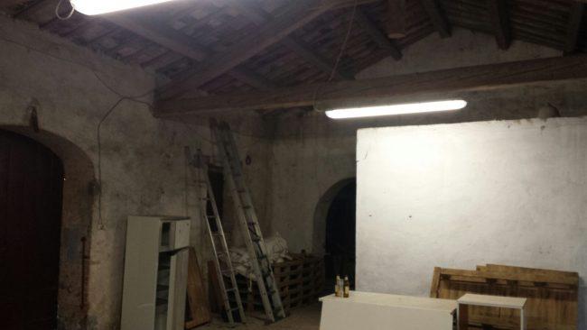 L'interno dell'annesso di villa Castellano dove il giovane è stato trovato senza vita