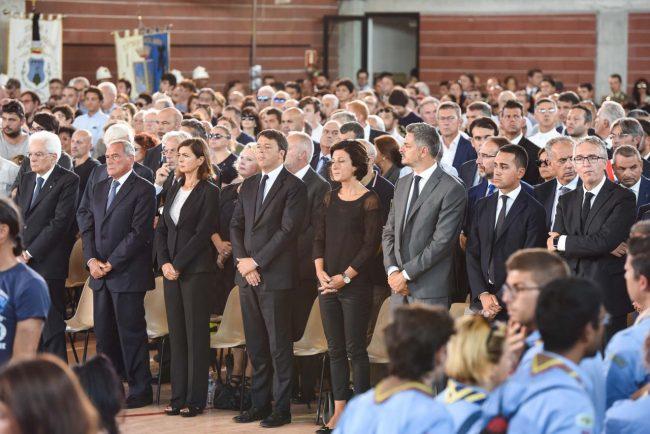 Le massime autorità dello Stato presenti al funerale