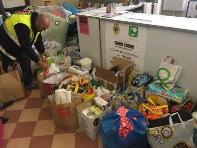 La raccolta viveri a Civitanova. Il centro raccolta è aperto anche oggi