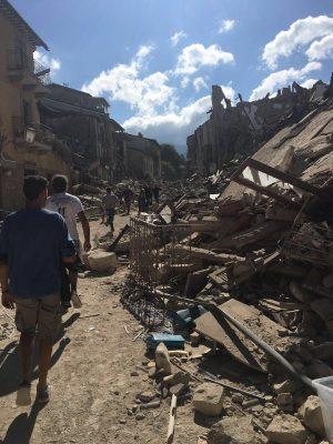 «Il paese non c'è più». Le prime parole del sindaco di Amatrice, pochi minuti dopo il terremoto di magnitudo 6.0 delle 3,36