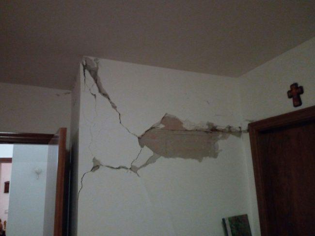 Una delle abitazioni danneggiate in via Sandro Pertini a Ripe San Ginesio