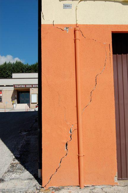 terremoto-lesioni-edificio-