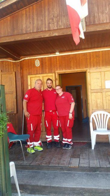 Da sinistra il presidente della Croce rossa di Visso Giovanni Casoni e i volontari Gianluca Grisanti e Beatrice Sabbatini
