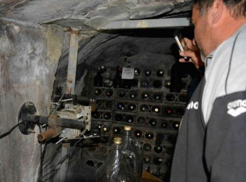 Estensimetro installato attraverso la faglia di Norcia, in una cantina