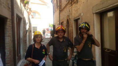 Il sindaco Formica durante il sopralluogo di questa mattina con i vigili del fuoco
