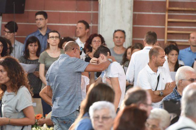 terremoto_funerali_ascoli_dolore_parenti_fdm (5)