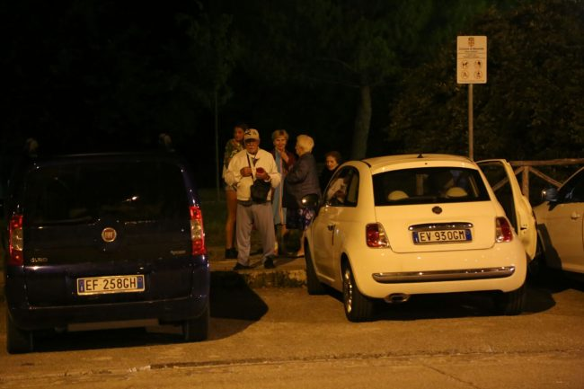 terremoto_macerata_collevario_gente_in_strada (4)