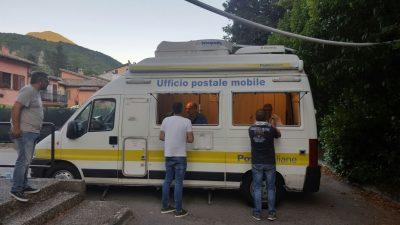 L'ufficio postale mobile a Visso