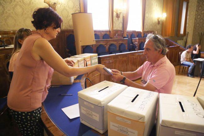votazione presidente della provincia di macerata 2016 foto ap (5)