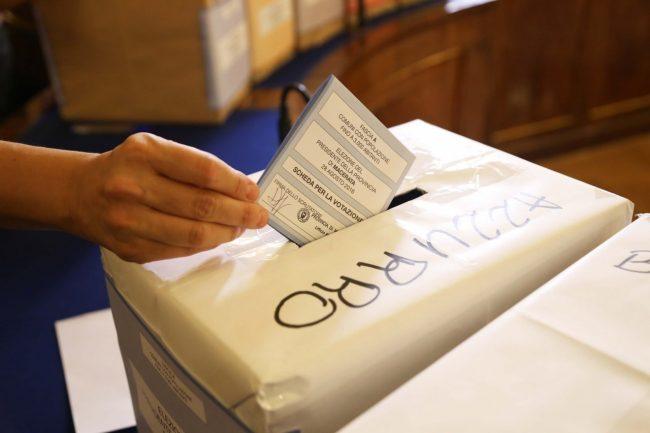 votazione presidente della provincia di macerata 2016 foto ap (6)
