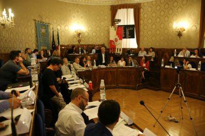 Il Consiglio comunale sul Parksì si è svolta per tre giorni nel palazzo della Provincia per l'inagibilità della sala consiliare del Comune