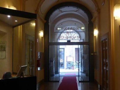 provincia-palazzo-Macerata-corridoio-e-ingressoP1080297-400x300
