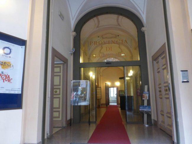 provincia-palazzo-Macerata-corridoio-e-ingressoP1080299-650x488