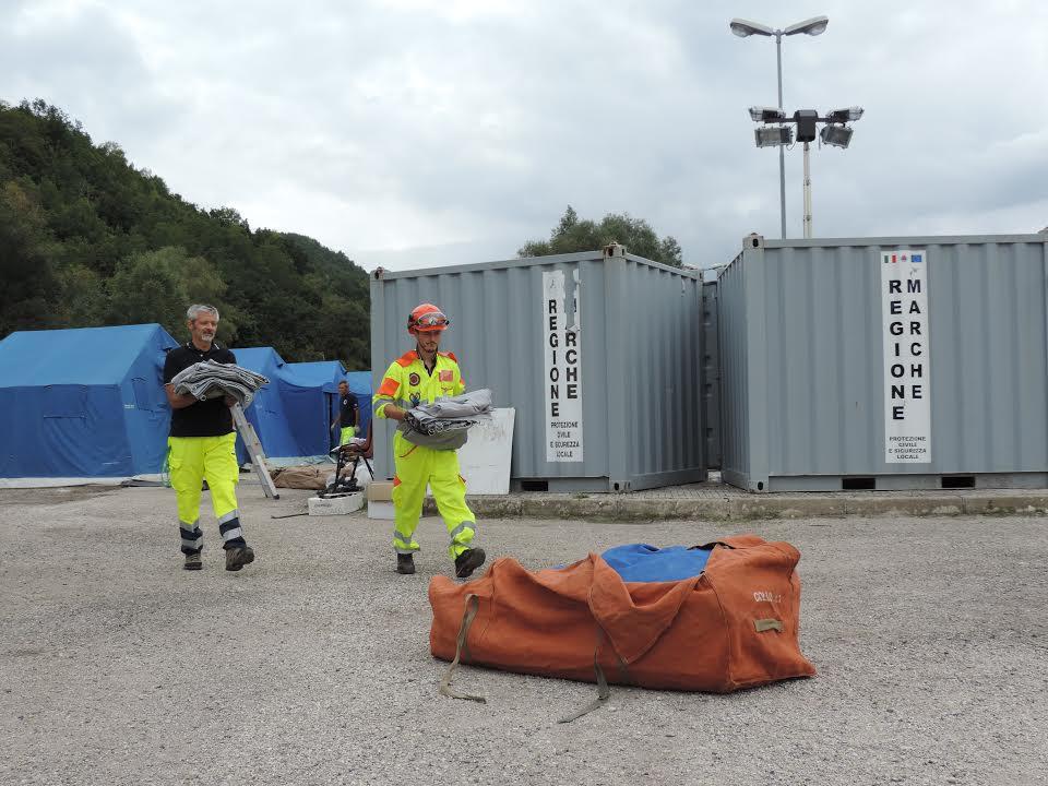 Sisma: via le tende nei campi allestiti dalla Protezione Civile