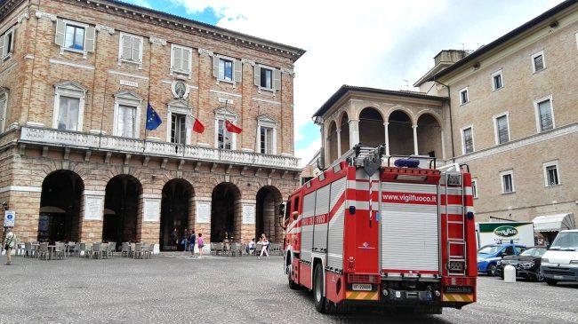 vigili-del-fuoco-piazza-della-libertà-macerata_foto-LB-2-650x365
