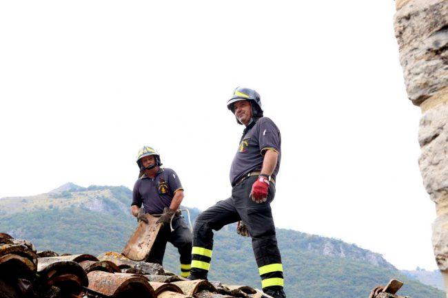 vigili-del-fuoco-terremoto-castelsantangelo_foto-lb-3