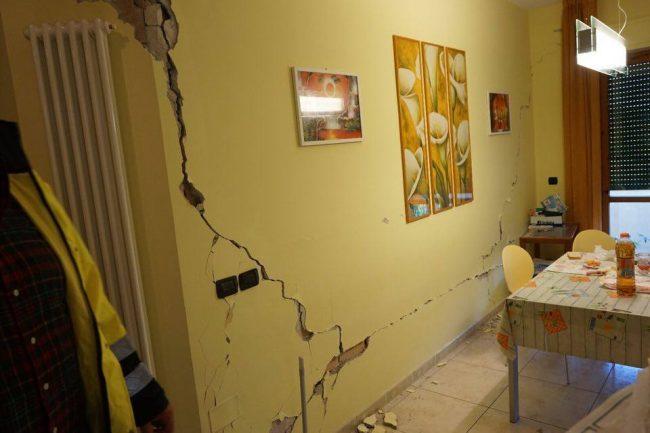 Camporotondo-terremoto-danni2-650x433