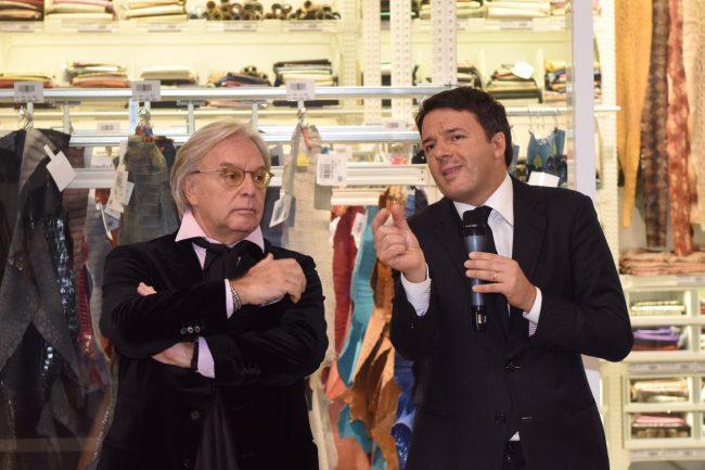 Diego Della Valle e Matteo Renzi poco fa alla Tod's (foto Federico De Marco)
